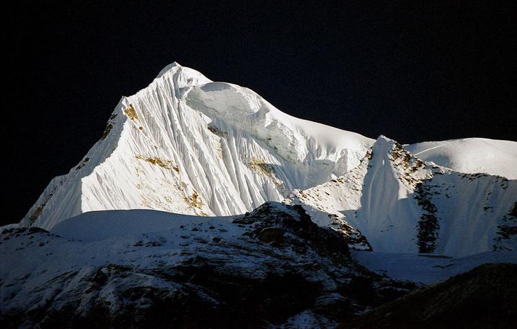 Shigu Chuli Fluted peak in Annapurna